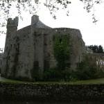 Pirou, château fort en terre normande, près de Coutances